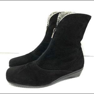La CANADIENNE Black Suede Ankle Boots Sz7.5M